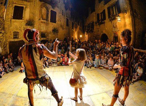 Cosa fare nelle vostre giornate di vacanze estive in Trentino? Cinque eventi alla scoperta di storie e tradizioni, anche enogastronomiche. http://bit.ly/TNMedioevo