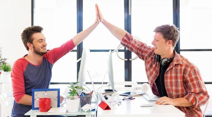 Die Schufterei macht doch mehr #Spaß, wenn Sie anstatt mit Kolleginnen und Kollegen jeden Tag mit Ihren besten Freunden arbeiten dürfen, oder? Wir verraten Ihnen deshalb heute, wie Sie im #Job zahlreiche neue #Freundschaften knüpfen können.
