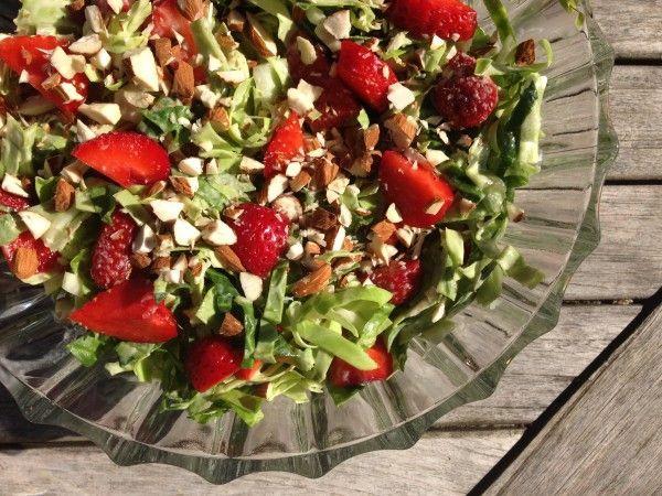 Lækker sommersalat med spidskål, jordbær og mormordressing | RikkePrikke | Bloglovin'
