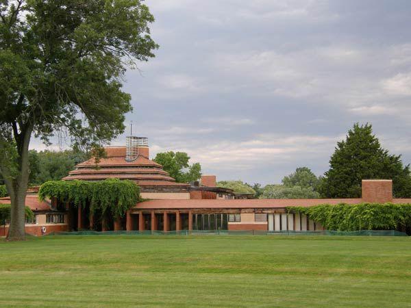 Органическая архитектура: Фрэнк Ллойд Райт (Frank Lloyd Wright): Wingspread (Herbert F. Johnson House), Wind Point, Wisconsin («Размах крыльев», дом Герберта Ф. Джонсона, Винд-Пойнт, Висконсин), 1937—1939
