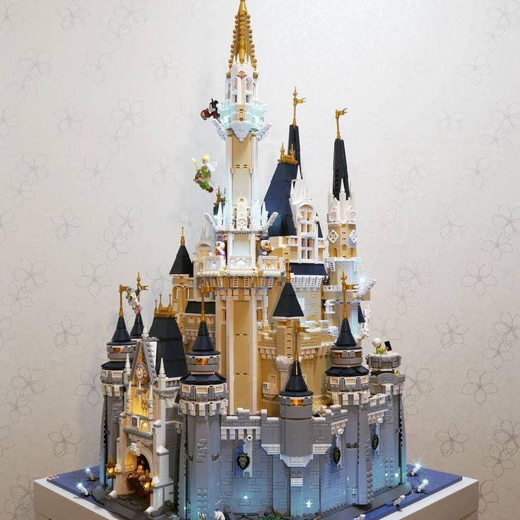 Frustré que le set 71040 LEGO Disney Castle ne soit qu'un demi château ? Voici le résultat avec 10000 briques, 150 LEDs et 3 mois de travail !