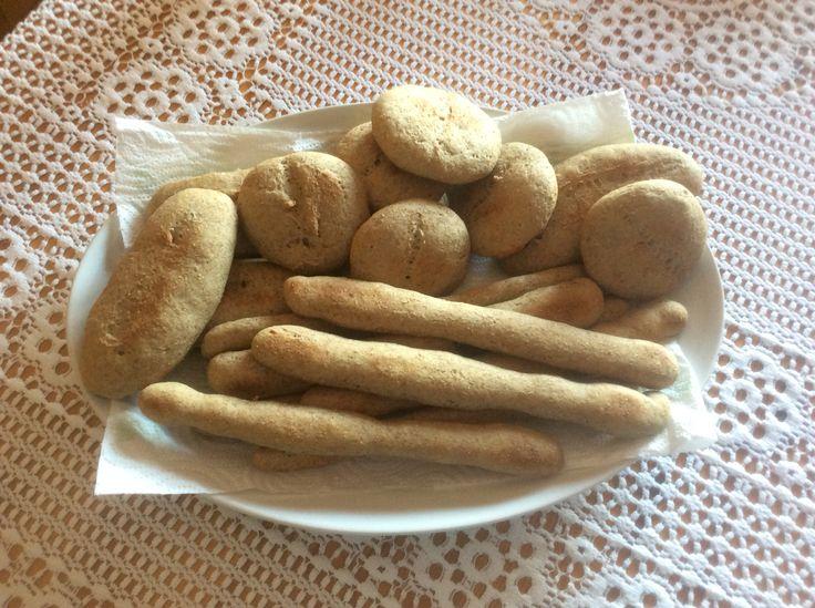 I panini e i grissini di nonna Rita ( la mia mamma ) che il mio bambino adora, ma anche io e mio marito... Le tradizioni che si tramandano, un valore inestimabile