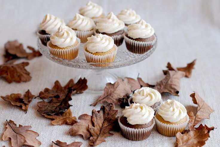 cinnamon chocolate cupcakes with mascarpone frosting - Red velvet cooking & baking