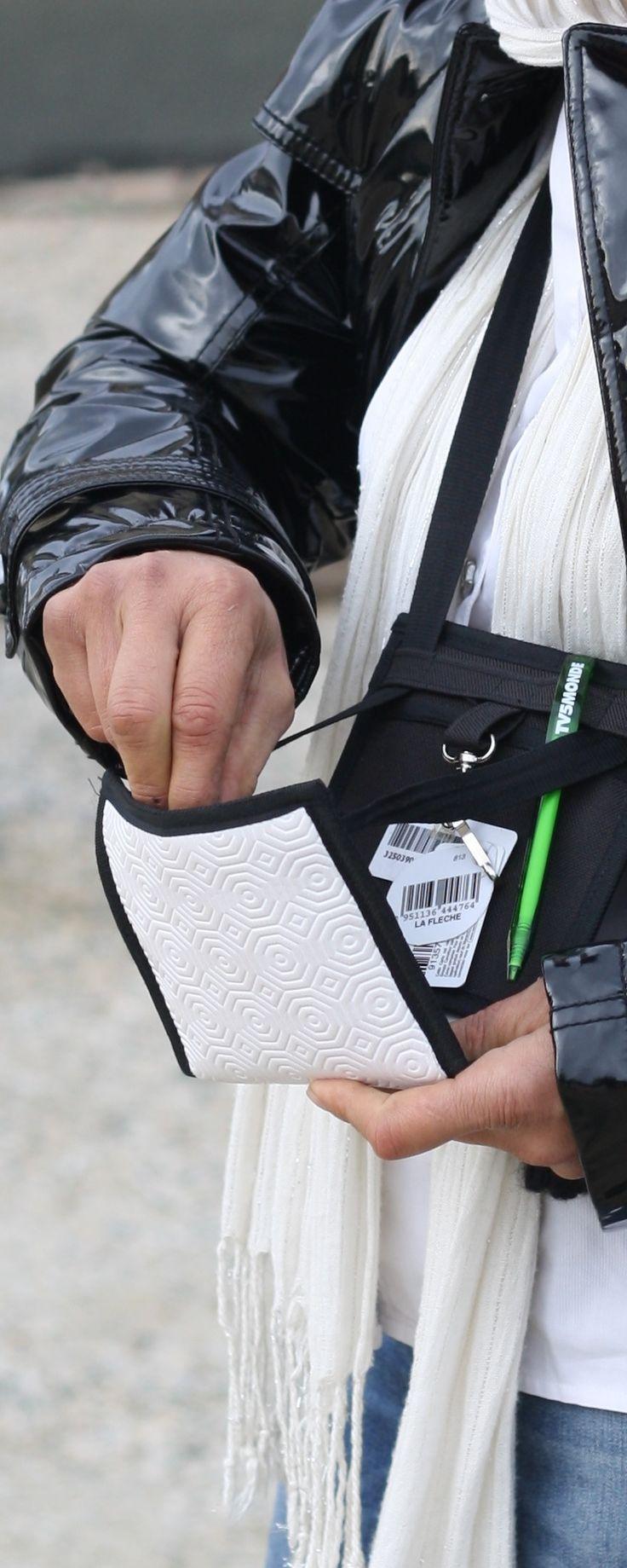 ~ Ti Sac Bulgomme ~  Un petit sac original en bulgomme / An original handbag in bulgomme ( table protection textile ) #minimal #astucieux #sac #bag #pochette-voyage #fanny-pack More > https://www.tisac.shop