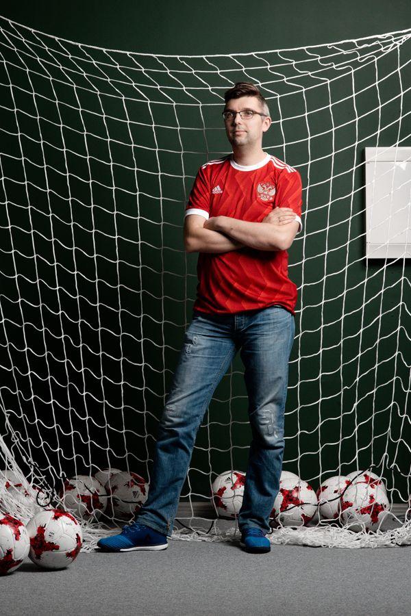 По большому счёту: Как Александр Иванский ищет игроков «Барселоне» и «Реалу»    football soccer man portrait net