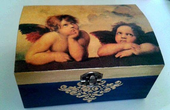 He encontrado este interesante anuncio de Etsy en https://www.etsy.com/es/listing/248579323/caja-de-madera-decoupage-caja-vintage
