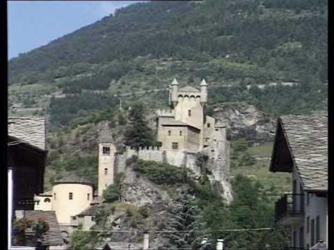 FILMCARDS: Il Castello di Saint Pierre, in Val dAosta #aostavalley #travel #italian alps #holiday