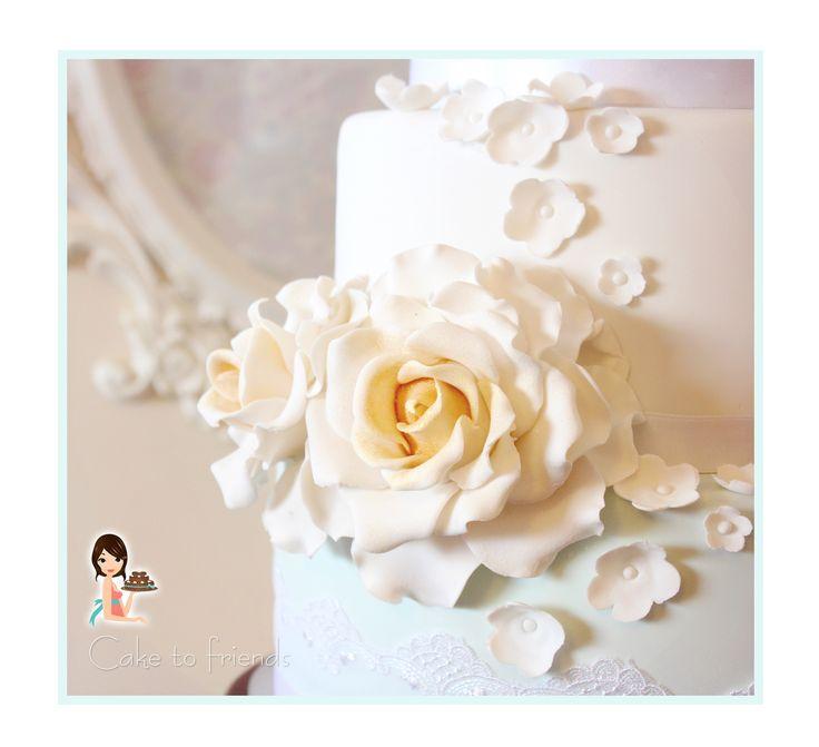 gold roses weding cake