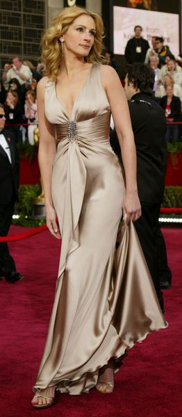 Julia Roberts in Armani at the 76th Annual Oscars, 2004