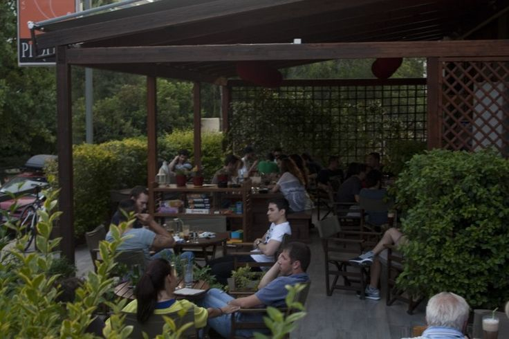 PiQUET Cafe Bar στο Χολαργό http://www.myhappyhour.gr/piquet-bar