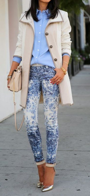 #thanksgiving #outfits Cream Coat // Blue Shirt // Bleached Skinny Jeans // Metallic Pumps