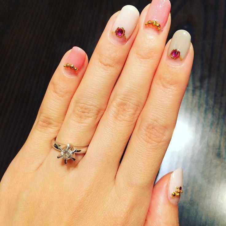ついに #婚約指輪  決まりました( 艸) こちらは お義母さんに いただいた指輪  これを#リフォーム して いただきます  3週間後が 楽しみすぎるーーー  Finally we've decided my engagement ring We will use the diamond my fiancé's mother gave us. Cannot wait to see it!! #プレ花嫁 #bride #楽しみ #わくわく #bridetobe  #happy #幸せ#excited #結婚式 #準備 #preparation  #followme #instagram #wedding #love #2016秋婚 #2016awd  #東海プレ花嫁 #エンゲージリング #engagement #ring #大満足 #こだわり #お義母さんへのお礼のプレゼントもゲット #顔合わせ か #披露宴 で#サプライズ したいなー by saeko_wedding