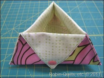 Robin Gallagher's Snippets and Threads--tutorial---foldable and portable thread catcher