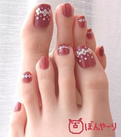 These are the loooooongest toes I've ever seen...and I have long toes!!!!!!! Damn...they're like finger toes...