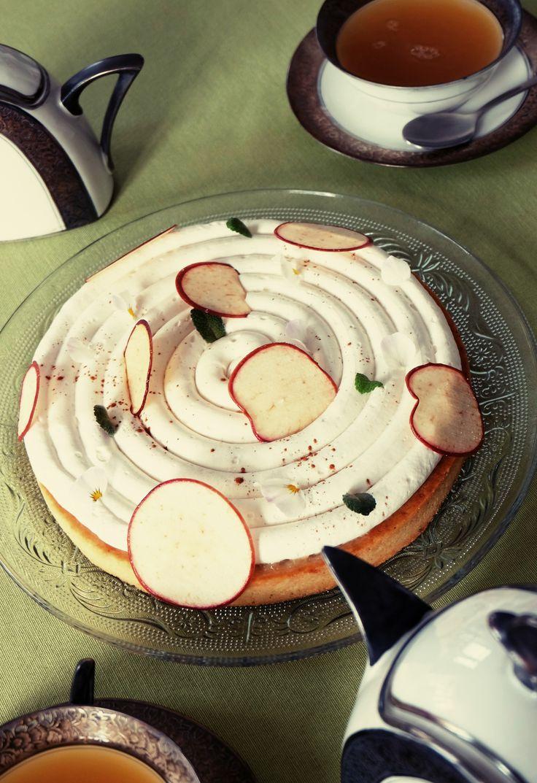 Cette semaine, c'est tarte aux pommes/ Jasmin ! <3 retrouvez la recette et les astuces pour réussir une tarte originale et subtile.  - Pâte sablé, caramel onctueux au miel de Normandie, Compote de pomme, ganache montée au thé jasmin Chun Feng, chips de pommes et cubes de pomme