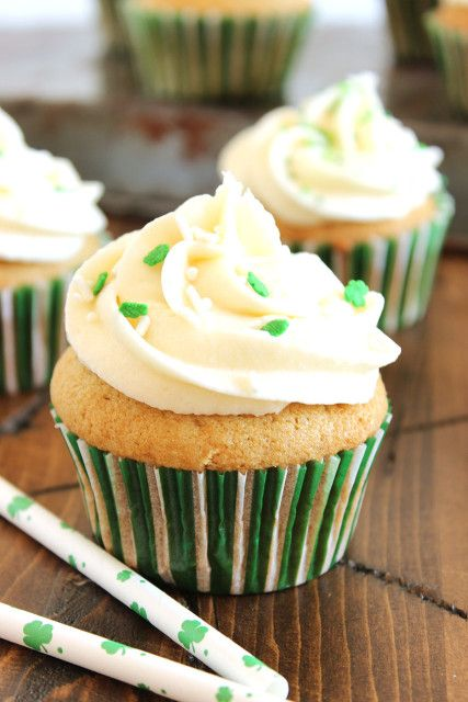 This Nutty Irishman Cupcake recipe is inspired by the popular coffee...and is perfect for St. Patrick's Day. | @suburbansoapbox