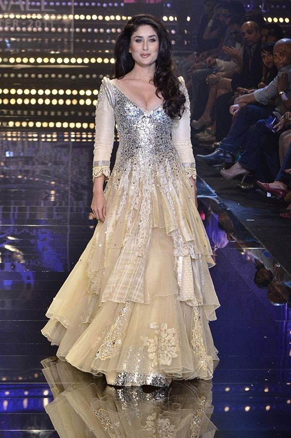 Kareena Kapoor looked resplendent in this nude gown at the Lakme fashion week winter/festival. The full length gown had a fitted bodice, three quarter sleeves, plunging V neckline, bold shoulder with a flowing tiered skirt. Source: worldfashionshows.blogspot.com