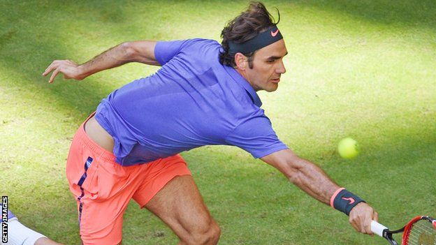 Roger Federer beats Philipp Kohlschreiber in Gerry Weber Open