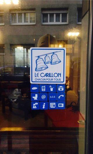 Een koffie, een stopcontact of een knipbeurt - Winkeliers in Parijs helpen daklozen / In Parijs zijn er te weinig slaapplaatsen voor het groeiend aantal daklozen. Honderden winkeliers zijn een opmerkelijk initiatief gestart: ze hebben hun deuren opengezet voor daklozen. / Van onze correspondent in Frankrijk  Frank renout