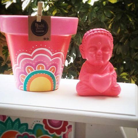 Buen diaa salio el sol!!! Hermoso miercoles!!! Seguimos con las Promos Combo que se va hoy!!! Maceta + buda amistad ❤ #miercoles #macetaspintadas #buda #budasbebes #pintadoamano #hechoamano #love #hechoconamor #deco #diseño #color  #naturaleza #objetosdediseño