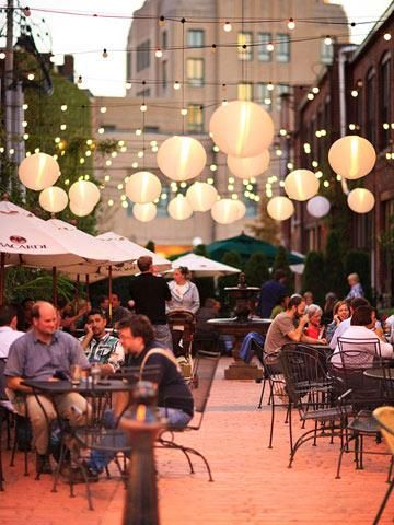 Take advantage of summer break at the University of Illinois to enjoy outdoor attractions, great restaurants, museums and more in Champaign-Urbana.