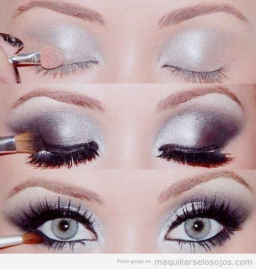 Con este sencillo tutorial con fotos podéis aprender en cuatro pasos cómo maquillar los ojos de color plateado y con un ahumado en negro: 1. Pintar todo el párpado móvil son sombra de ojos plateada…