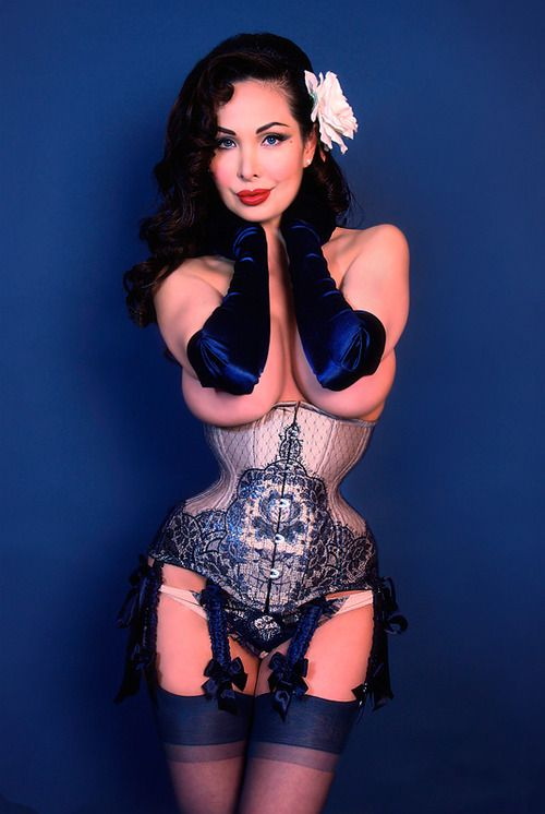 Corset created by Waisted Couture Corsetry  Ahhhh so curvy