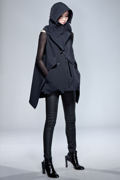 ACRONYM - RIGHT QUARTER [STORM HOOD ATTACHED] ---> Looks like it could be modified for Assassin's Creed cosplay...
