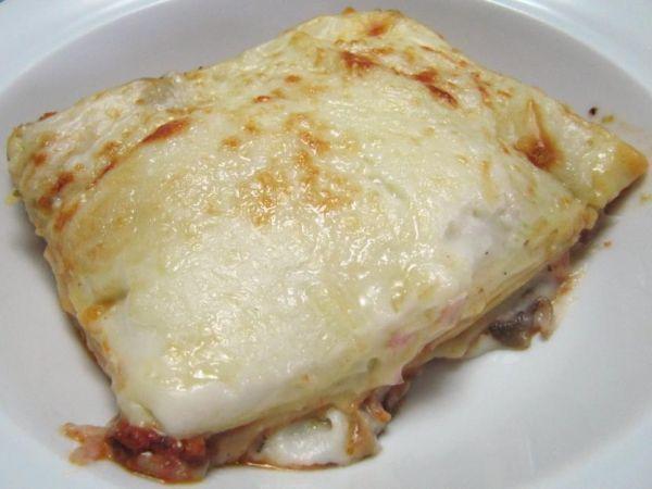 Lasagne in salsa di champignon con prosciutto cotto e pancetta