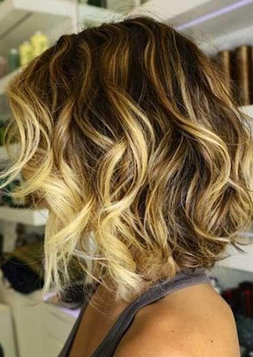 Blonde Lighted Short Hair Loose Curls
