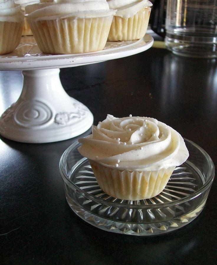 Vanilla Buttermilk Cupcakes with Vanilla Bean Buttercream | ginger bakes
