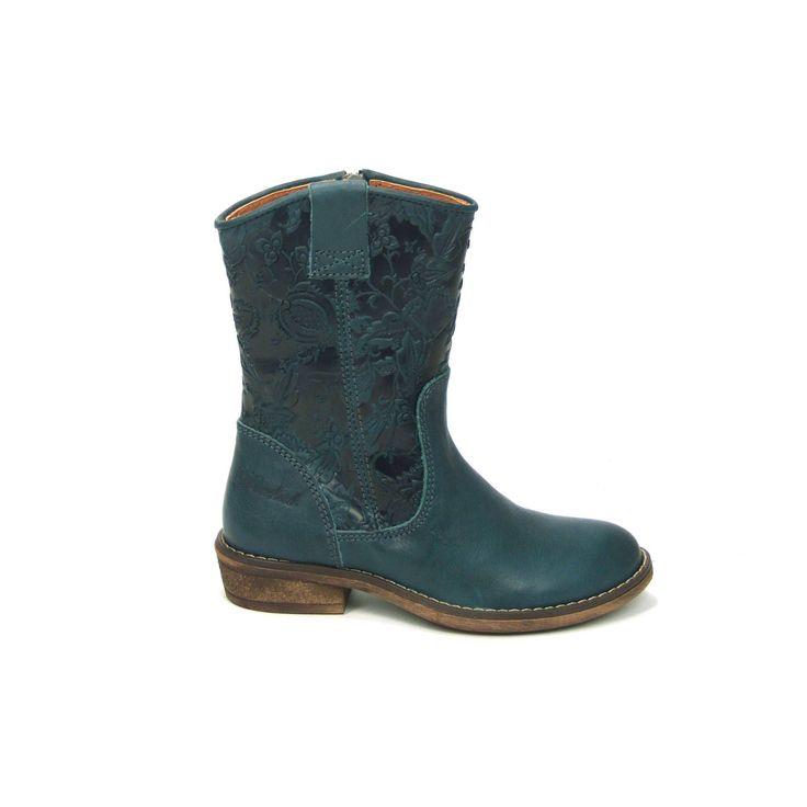 Stoere meisjes laarzen van het merk Develab, model 5028! Deze laarsjes zijn uitgevoerd in turquoise glad leer met op de schacht een bloemetj...