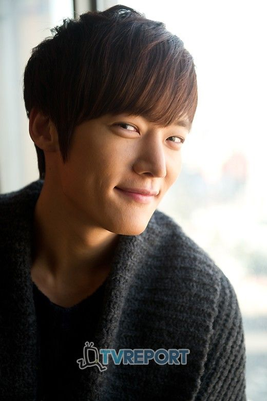 Choi Jin-hyuk as Choi Won-il ♥ Panda and Hedgehog