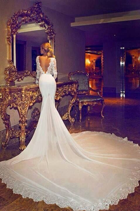 Jennifer Aniston's wedding dress - love the emphasis on the train and back