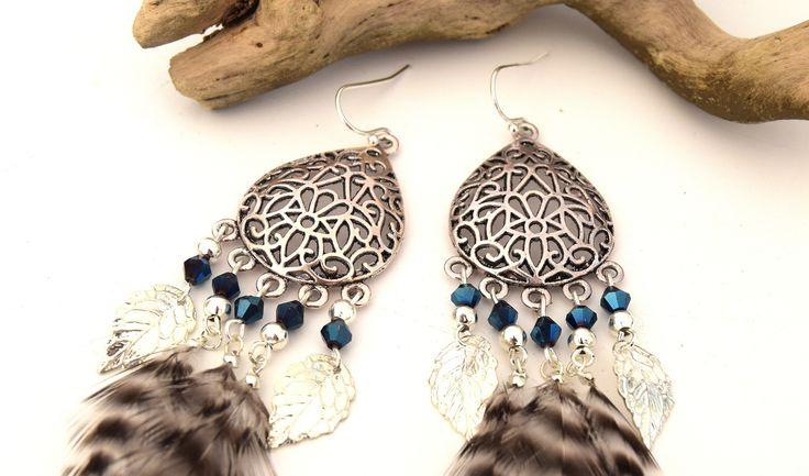 Boucles d'oreilles Kinta plumes noires et blanches grizzly et perles cristal facettes bleu électrique, bijoux de fêtes : Boucles d'oreille par ethnic-feather