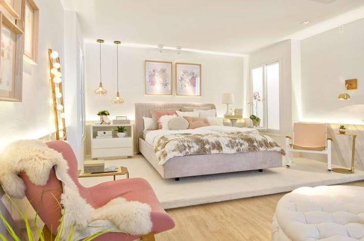 Tons de rosa, toques românticos, espelhos, escrivaninhas, penteadeira e outros detalhes compõem os quartos destinados às meninas. Veja diversas ideias na galeria!