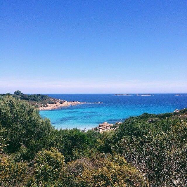 La Spiaggia del Principe è una delle tante belle spiagge della Costa Smeralda sulla costa orientale della #Sardegna. Questa spiaggia è stata chiamata cosí in onore del principe ismaelita Karim Aga Khan che ha finanziato lo sviluppo di questa zona negli anni 60.  Questa settimana il nostro account è affidato alla community @igers_sassari che racconta la Provincia di Sassari e nord Sardegna. La foto è di @mainfunk by lacronacaitaliana