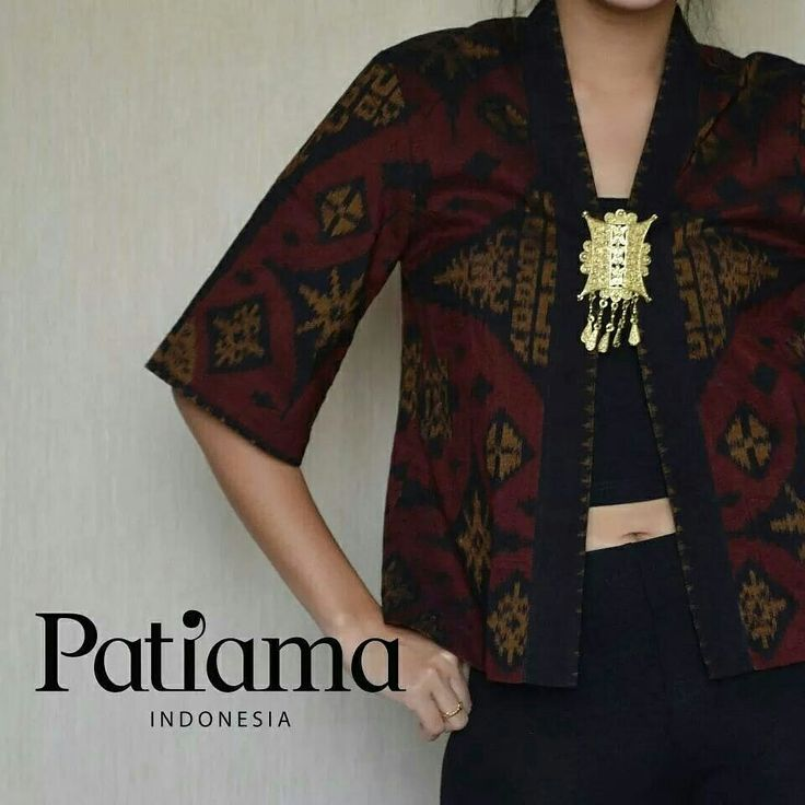 Maroon blazer with star motives on ikat make it so elegant and chic. This material use natural coloring process #blazer#ikat#tenun