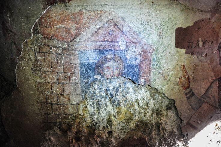 Grotta di San Paolo, Efeso, Turchia. Affresco della fine del V - inizio del VI secolo. San Paolo, Santa Tecla che era la discepola di San Paolo e Teoclia, madre di Santa Tecla (un dettaglio)