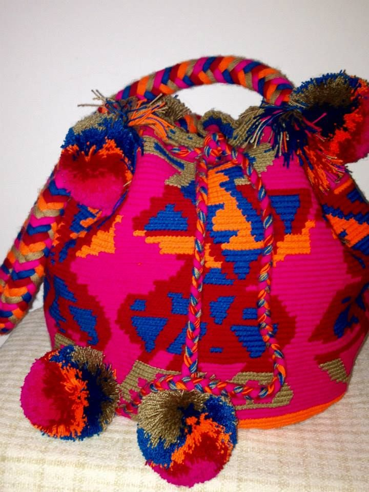 JOLOTSU. Bolso Wayuu 100% hecho a mano por los indígenas Wayuu. tumawayuu@gmail.com. Wayuu Bag 100% hand made by the Wayuu Indigenous Community of Venezuela/ Colombia