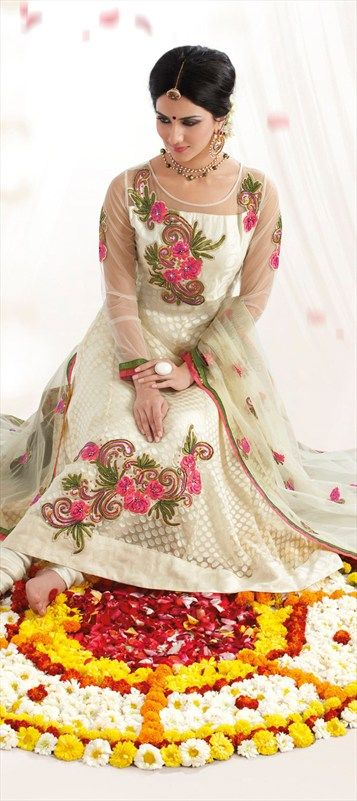 96060: #VaaniKapoor #Bollywood #Anarkali #Indianwear #GetThisLook #Floral