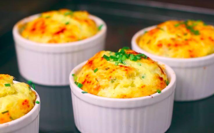 Echt iets voor aardappelliefhebbers! We zijn dol op aardappelen. We zijn vooral zo gek op de eetbare knol omdat je 'm op zoveel verschillende manieren kunt bereiden. Je kunt ze bakken, koken en frituren. Je kunt ze met de schil eten, zonder schil, gepureerd en in de soep. Maar wist je dat je 'm oo