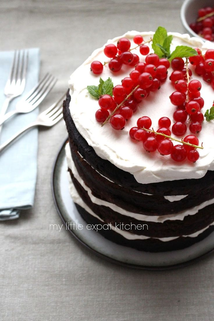 My Little Expat Kitchen (in Greek): Γυμνή τούρτα με στρώσεις σοκολατένιου κέικ και σαντιγί βανίλιας