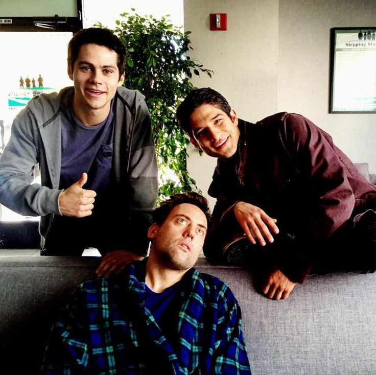 COACH IS BACK!!! Dylan O'Brien, Tyler Posey and Orny Adams on the set of #TeenWolfSeason5B!!!