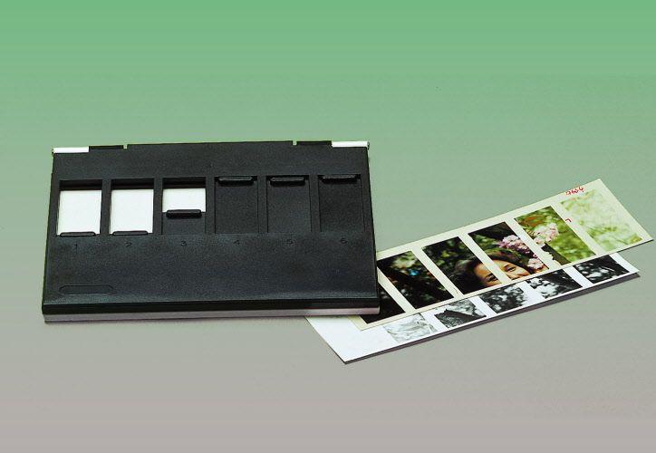 Provinatore da camera oscura. Se utilizzate il metodo dei provini scalari, questo accessorio risulterà particolarmente utile, in quanto èpossibile effettuare fino a 12 provini di stampa su un unico foglio 13x18. www.fotomatica.it | info@fotomatica.it