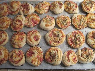 Pizzasnegle med pikantost og skinke