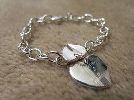 Armband met dubbele hartvormige bedel met gegraveerde naam/namen