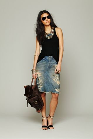 A careless looking denim skirt is perfect for weekends. Feminine, doesn't look like you're trying too hard.