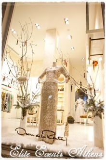Christmas decoration for Oscar de la Renta flagship store in Kifisia, Greece, by Elite Events Athens ODLR, wedding, gown, bridal, dresses, dress, white, pale, cocktail, accessories, runway, fashion, show, models, haute, couture, elegant, chic, winter, summer, spring, trunk, show, event, champagne, canapes, collection, stores, fall, pre fall, jewelry, window, display, vitrine