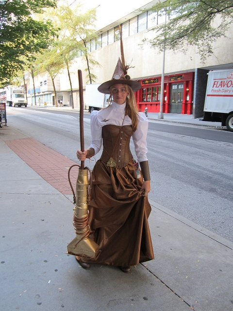 With a few modifications this just might be my next Halloween costume!-Dragon Con , Steampunk Witch by Master Magnius, via Flickr
